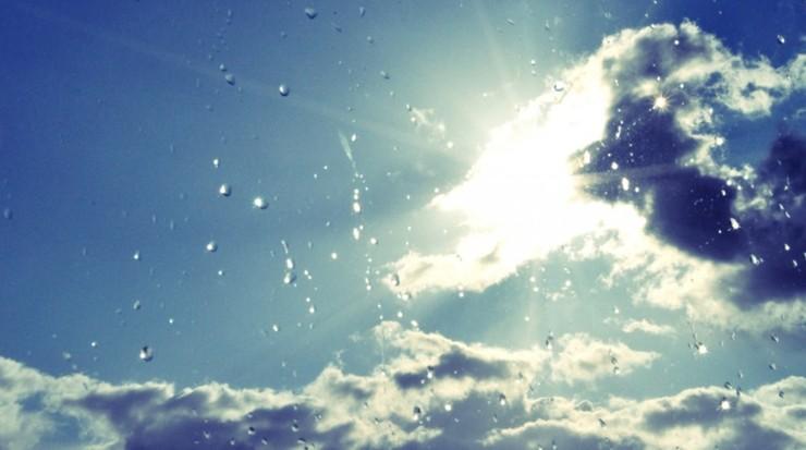 Słońce, deszcz i porywisty wiatr. Pogoda na poniedziałek