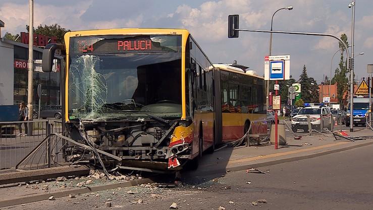 Autobus potrącił starszą kobietę na przejściu. Zmarła na miejscu