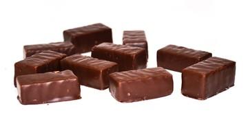 Złodziej-łasuch ukradł 32 kg czekoladowych cukierków. Grozi mu do 5 lat więzienia