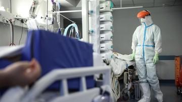 Chorzy na COVID-19 młodsi od chorych na grypę? Wyniki badania