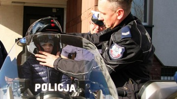 Ciężko chory 6-latek marzy, aby zostać policjantem. Funkcjonariusze zaprosili go do siebie