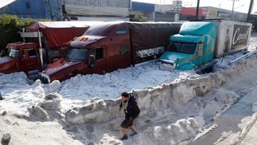 Burza nad meksykańskim miastem. W sześciu dzielnicach spadło gradu po pas