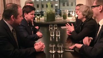 """""""Spontaniczne spotkanie"""". Premier Szydło rozmawiała z szefową brytyjskiego rządu"""