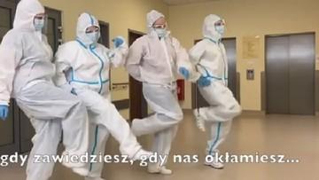 Pielęgniarki ze Śląska tańcząc i śpiewając apelują do pacjentów