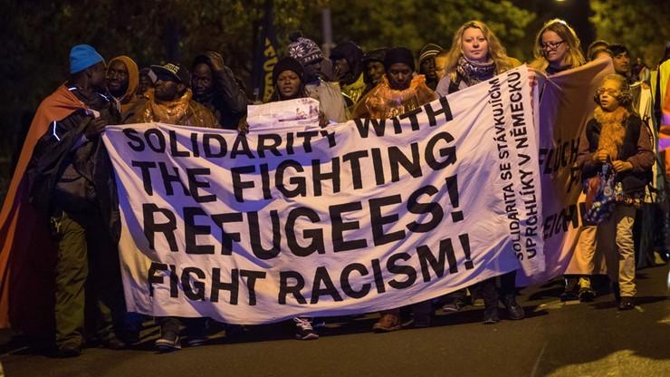 Niemcy: prawie 800 ataków w tym roku na ośrodki dla uchodźców