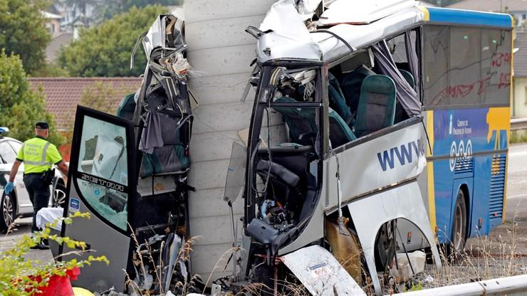 Hiszpania: pięć ofiar wypadku autobusu, który wjechał w filar
