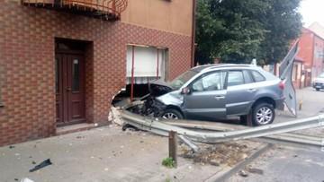 Pijany kierowca wjechał w budynek. Pasażer połamany. Nowe informacje