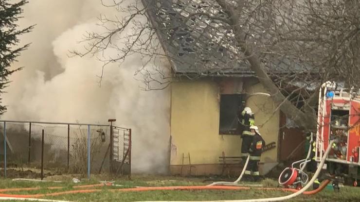 Dwie ofiary pożaru domu w Małopolsce. Nieoficjalnie: domownicy zostali pobici i związani
