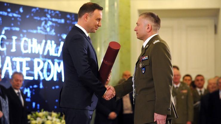 Prezydent wręczył awanse generalskie dwóm oficerom