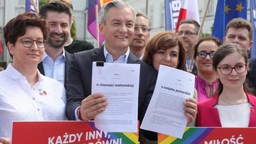 Związki partnerskie i równość małżeńska. Biedroń składa dwa projekty ustaw