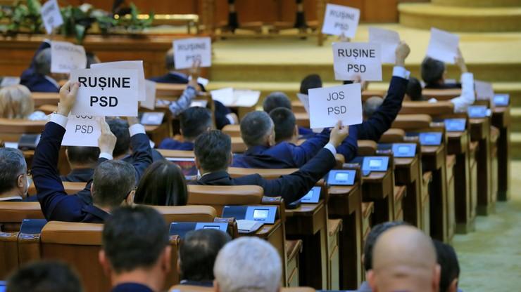 Parlament Rumunii obalił rząd premiera Grindeanu