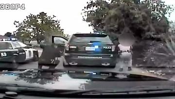 Miał wysiąść z auta z podniesionymi rękami, zaczął strzelać. Ranił dwóch policjantów