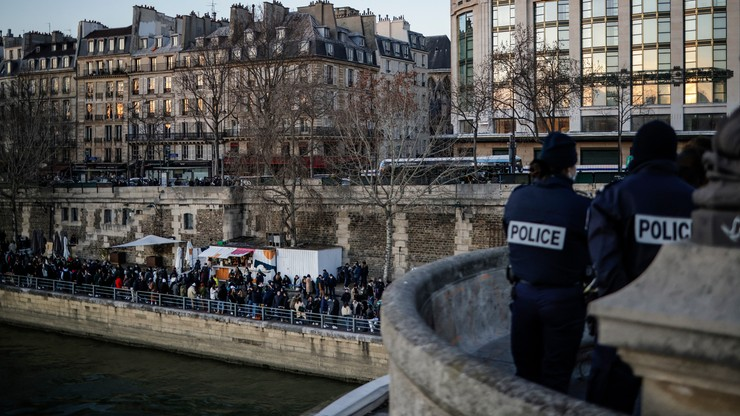 Godzina policyjna we Francji. Co najmniej dwa tygodnie ograniczeń