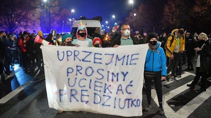 Strajk kobiet. Policja użyła gazu. Popchnięty wicemarszałek