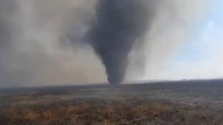 Potężna trąba pyłowa szalała podczas pożaru Biebrzańskiego Parku Narodowego [FILM]