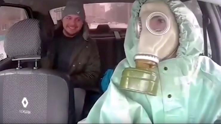 """Taksówkarz walczy z """"histerią koronawirusa"""". Wybrał nietypowy sposób"""
