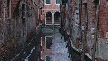 Pechowa Wenecja. Najpierw powódź, teraz dramatycznie niski poziom wód