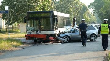 Zderzenie autobusu i dwóch samochodów. 11 osób rannych