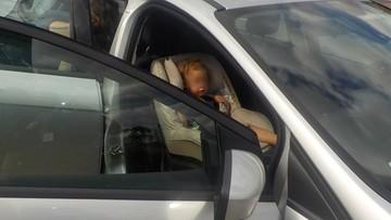 Nieprzytomna 2-latka w nagrzanym aucie. Uratowali ją strażnicy miejscy