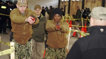 """""""Aktywny strzelec"""" - polscy policjanci i marynarze US Navy na wspólnych ćwiczeniach"""
