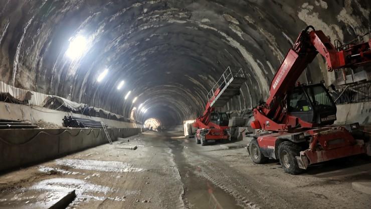 Minister Andrzej Adamczyk na budowie tunelu zakopianki
