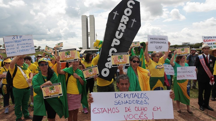 Brazylijczycy wzburzeni. Zamiast walki z korupcją ułatwienia dla korupcji