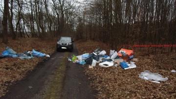 Chciał oszczędzić i wywiózł śmieci do lasu. Zapłaci dużo więcej