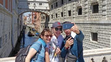 Do Wenecji wrócili turyści. Razem z nimi... kłopoty