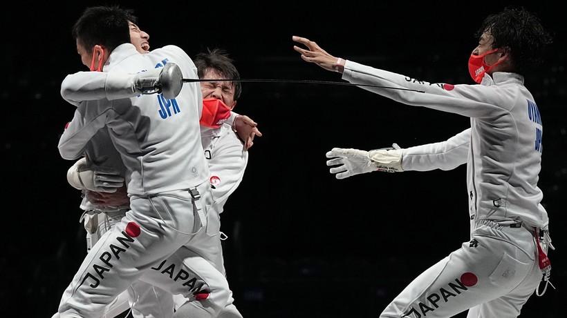 Tokio 2020: Japońscy szpadziści ze złotym medalem w drużynowym turnieju olimpijskim