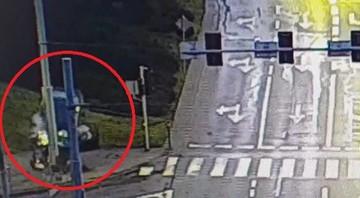 """Pijany 19-latek uderzył w słup i wypadł z auta. """"Więcej szczęścia niż rozumu"""""""