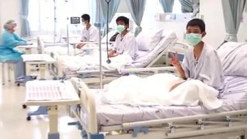 Tajlandia: pierwsze zdjęcia chłopców uwolnionych z jaskini. Są w szpitalu, mają się dobrze