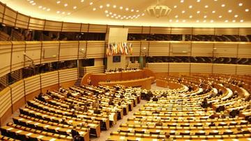 """""""Rząd PiS przekroczył czerwoną granicę państwa prawa"""". Największa frakcja w Parlamencie Europejskim chce reakcji UE"""