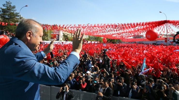 Sondaż: większość Turków chce zmiany systemu na prezydencki