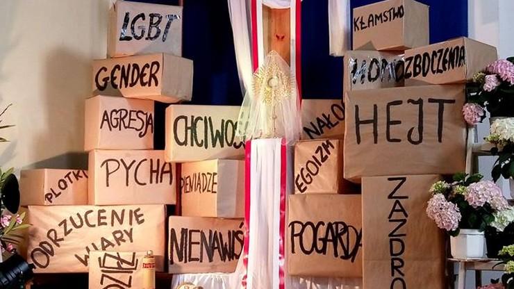 """Awantura o Grób Pański ze słowami """"LGBT"""" i """"zboczenia"""". Kuria: wezwania do przemocy wobec proboszcza"""