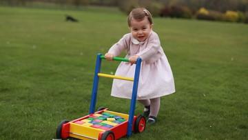 Księżniczka Charlotte kończy rok. Rodzina królewska opublikowała zdjęcia