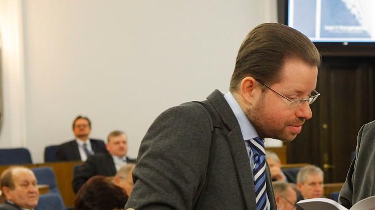 """Sejmowy ekspert prawny z zakazem nauczania. """"Dopuścił się plagiatu"""""""