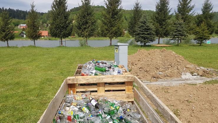 Domek ze szklanych butelek. Wkrótce będzie można w nim zamieszkać