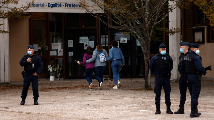 Francuskie media: Polska odrzuciła prośbę o azyl rodziny mordercy nauczyciela