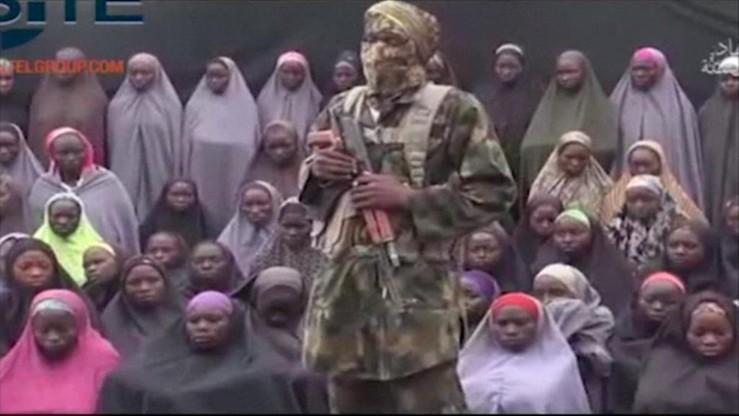 Część nigeryjskich uczennic porwanych przez Boko Haram mogła zginąć w nalotach