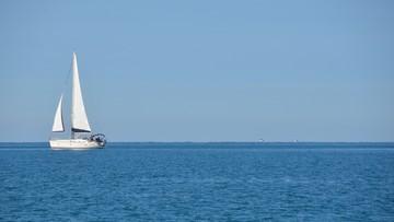 Jacht rozbił się na rafie. Ojciec z córką przepłynęli wpław ponad 9 kilometrów