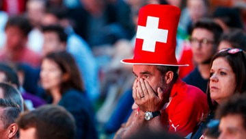 Szwajcarscy kibice jechali na mecz z Brazylią. Dojechali do linii frontu w Donbasie