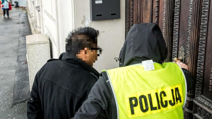 Zatrzymany amerykański operator już z zarzutami. Wszczął po pijanemu awanturę z pogotowiem i policją