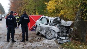 Śmiertelny wypadek w Skórczu. Audi wbite w drzewo