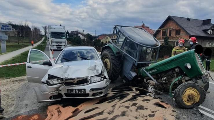 Ciągnik rozpadł się po zderzeniu w Jaworzu Górnym