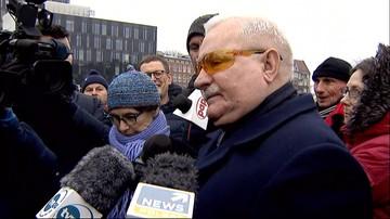 Konstytucja może jest zła, ale dopóki jest, łamać jej nie wolno - Wałęsa pod Pomnikiem Poległych Stoczniowców