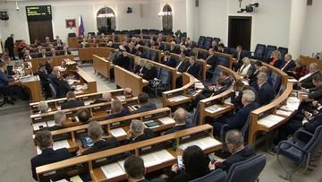 """""""Działalność antypolska"""" vs. """"płakać się chce"""". Burzliwa dyskusja nad senacką uchwałą ws. sędziów"""