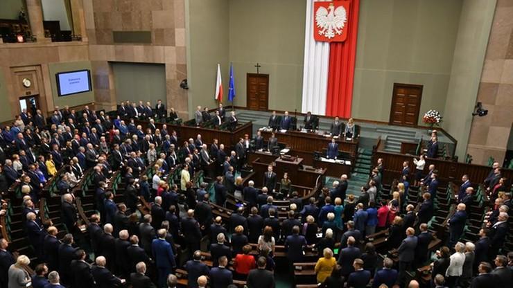 Kantar: w wyborach do Sejmu PiS - 35 proc., PO - 20 proc., Wiosna - 6 proc.