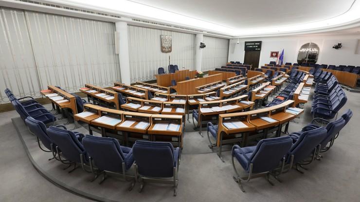 Możliwość obniżenia uposażenia posłów i senatorów w przypadku naruszenia powagi parlamentu. Senat przyjął nowelizację ustawy