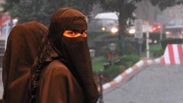 Muzułmance nie wolno przychodzić do szkoły w nikabie. Są plany zakazania burki w miejscach publicznych