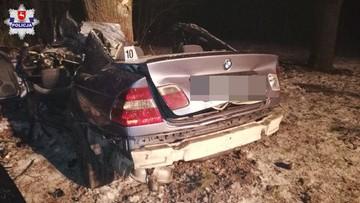 Drzewo w kabinie bmw. W wypadku zginął młody kierowca